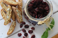 Torkade tranbär, kex, italiensk mat, italienska mellanmål, italienska kex Arkivfoto