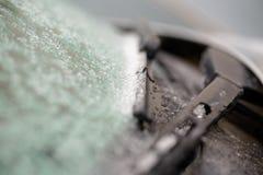torkare som täckas i vinter, glaserar den naturliga frostiga modellen på exponeringsglas Royaltyfri Foto