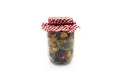 Torkat blandat - frukt i den glass kruset Arkivbilder