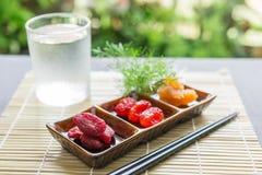 Torkat - frukt, torkade jordgubbar, torkade tomater, Royaltyfria Foton