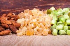 Torkat - fruktmandel, kiwi, papaw Arkivfoton