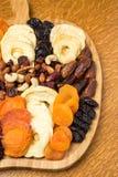 Torkat - fruktuppläggningsfat arkivbilder