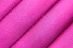 Torkduken för abstrakt bakgrund för lilor fodrar den lyxiga eller vätskekrabb veck-, silke- eller satängmaterial för våg eller me Arkivfoto