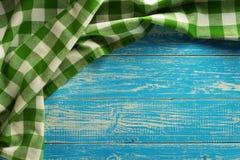 Torkdukeservett på trä Fotografering för Bildbyråer