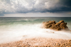 Tormenta áspera de la playa Fotos de archivo