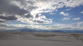 Tormenta blanca de las arenas en el desierto Foto de archivo