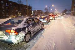 Tormenta de la nieve durante hora punta en la ciudad en Canadá fotografía de archivo libre de regalías