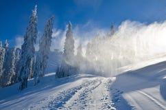 Tormenta de la nieve en cuesta del esquí Imagen de archivo
