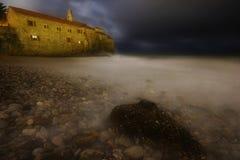 Tormenta de la noche de Budva imagen de archivo libre de regalías