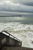 Tormenta de Ventura Beach Pier Surfers Point Imágenes de archivo libres de regalías