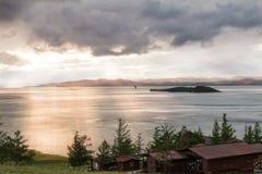 Tormenta de viento sobre el lago Baikal Imagenes de archivo