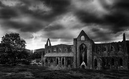Tormenta del aligeramiento sobre ruinas Fotografía de archivo libre de regalías