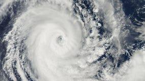 Tormenta del huracán, sobre la tierra, visión por satélite almacen de metraje de vídeo