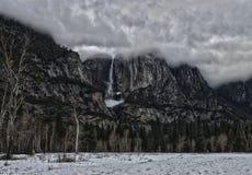 Tormenta del invierno de las cataratas de Yosemite Imagen de archivo