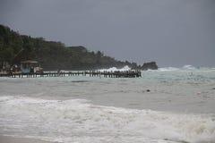 Tormenta del invierno en la playa fotos de archivo libres de regalías