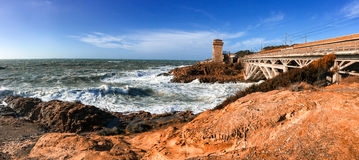 Tormenta del mar en Calafuria, Leghorn Vista panorámica de la costa de Toscana Imagen de archivo libre de regalías