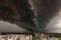Tormenta del Supercell sobre la ciudad Fotografía de archivo libre de regalías