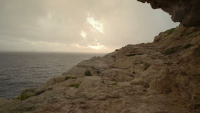 Tormenta del verano en el mar después de la puesta del sol almacen de metraje de vídeo