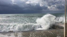 Tormenta en el mar Mediterráneo metrajes