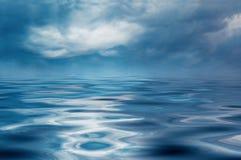Tormenta en el océano. Imagen de archivo libre de regalías