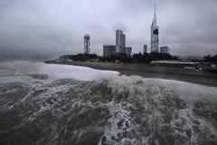 Tormenta en la ciudad de Batumi en enero, Georgia fotos de archivo