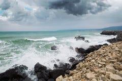 Tormenta en la playa imagen de archivo libre de regalías