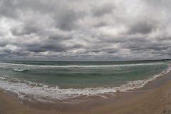 Tormenta en la playa foto de archivo libre de regalías