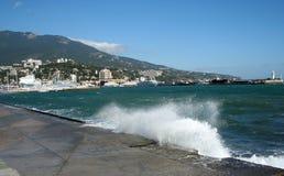 Tormenta en Yalta fotografía de archivo
