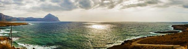 Tormenta inminente en una playa de Sicilia imágenes de archivo libres de regalías
