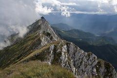 Tormenta próxima en la montaña foto de archivo