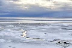 Tormenta que elabora cerveza sobre el océano, Islandia Imagen de archivo libre de regalías