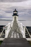 Tormenta que se acerca al faro de la punta de Marshall, Maine imagenes de archivo
