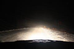 Tormenta real de la nieve con el fuerte viento Fotografía de archivo