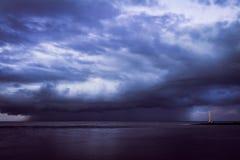 Tormenta sobre el mar foto de archivo