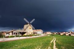 Tormenta sobre el molino de viento de Aixerrota Foto de archivo libre de regalías