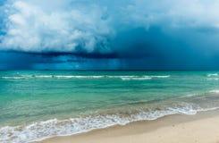 Tormenta sobre el océano EE.UU. imagenes de archivo