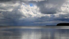 Tormenta sobre un lago imagen de archivo libre de regalías