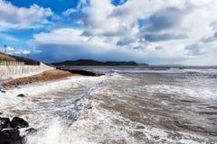 Tormentas de la primavera - Lyme Regis foto de archivo libre de regalías