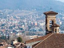 torn av Chiesa di San Michele all Arco i Bergamo arkivbilder