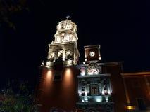 torn av den huvudsakliga katolska kyrkan i Querétaro, Mexico royaltyfri bild