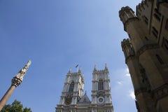 Torn av den Westminster abbotskloster med den Krim och för indisk myteri minnesmärken och anslutningen av royaltyfri foto