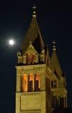Torn av domkyrkan för Székesegyhà ¡ z på Pécs, Ungern Arkivbild
