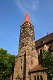 Torn av Jacob kyrka (JAKOBSKIRCHE) i Nuremberg (NÃ-¼rnberg), Tyskland arkivfoton