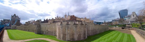 Torn av London extra bred panorama royaltyfri foto