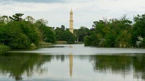 Torn av minaret i slingringar Arkivbild