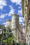 torn av Porta Soprana i Genua Arkivbild