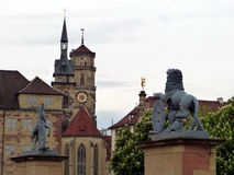 Torn av Stuttgart och skulptur arkivbild