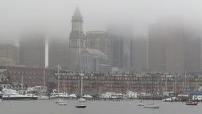 Torn Boston för beställnings- hus i dimman Fotografering för Bildbyråer