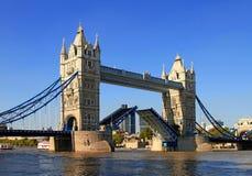 torn för 4 bro Royaltyfri Fotografi