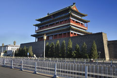 Torn för Beijing cityscapeQianmen port Arkivbild